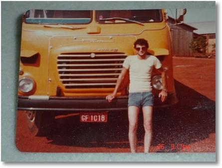 MOYZES EM FRENTE DO SUPER V12 DO NELSON GARCIA NOVEMBRO DE 1980