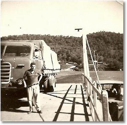 Antenor Stonoga com seu FNM carregado de madeira destino Uruguaiana