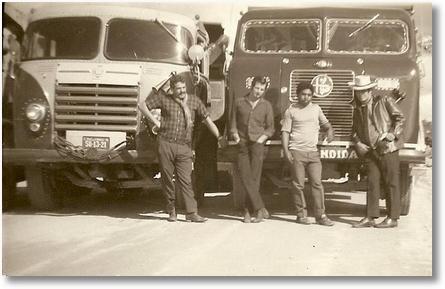 Antenor Stonoga na esquerda com FNM de Argemiro Costa e na direita Dino Trovador