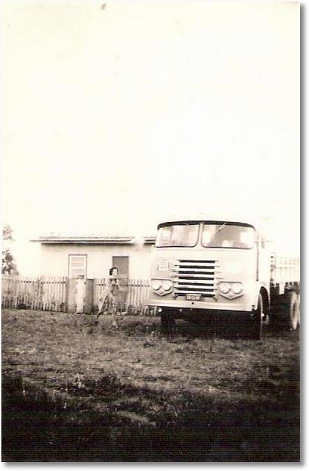 Henrique Stickling - FNM D9500 - ano 1954 - cabine rasera