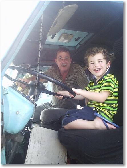 Ito Bir e Seu Neto Davi com 5 anos (FNM 66)