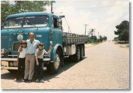 Nene Pichorim FNM D11000 1965 Com Sobrinho Daniel e seu Filho Francisco