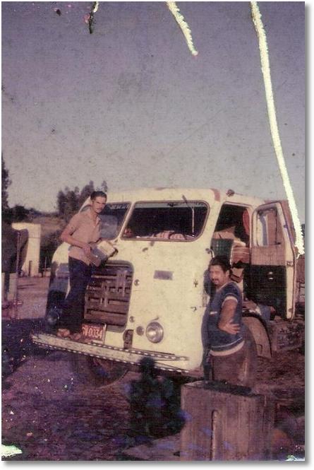 FNM 61 COLOCANDO AGUA NAO RECONHECIDO AO LADO JOAO BATISTA DE OLIVEIRA EM 1970