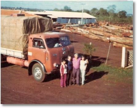 Hermandaria-Paraguai - Ano 1979 - Roselia, Mirtes, Regiane e Juca Padilha - FNM 60 (Ficou com este caminhão por 30 anos, até a aposentadoria)