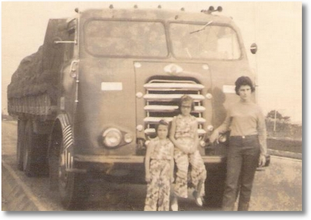 Josiane, Lucimara e Regina Valaski - Viagem Belo Horizonte para Joinville em 1970 - FNM 59