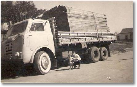 FNM 58 - Uylton Ricardo Soares - Foto tirada em 1967 - Rua Joinville - São José dos Pinhais PR