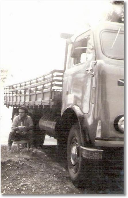 FNM 58 - Caminhão de Gumercindo Berlese aguardando carga