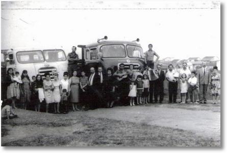 Foto 1967 - Capão Razo-Curitiba - Airton Habitzreuter - 3º da direita para esquerda com Familia Oliveira