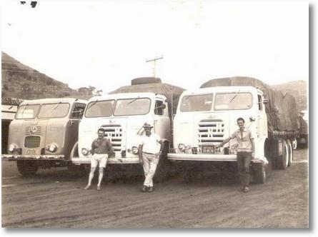 A esquerda Adir Valaski no ano de 1969 em Milagres-BA com dois amigos