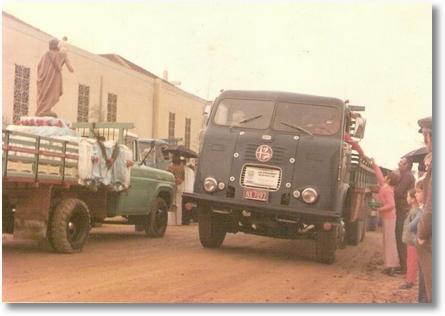 FNM 615 - Prop. João Luiz Camargo e Irmãos Valaski - Procissão de São Cristovão em 1974