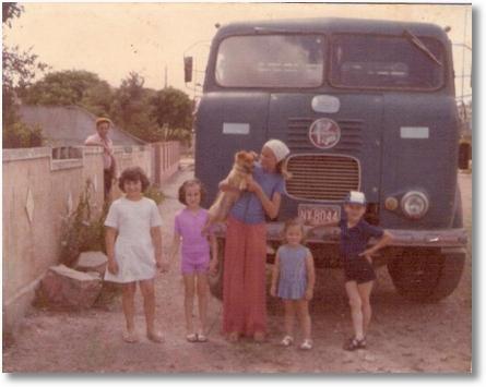 Celso Zocolotti com Carmen-Cassia-Monica-Cristiane-e Celso Luis em São Jose dos Pinhais PR 1976