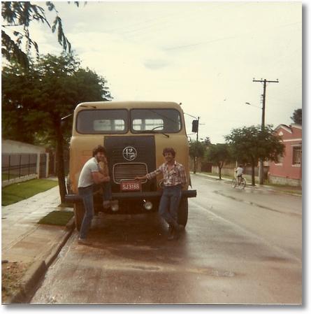 FNM 70 D11000 Prop,João Luis Camargo,motoristas Eloy Dimas e seu irmão Jose Adalberto São Jose dos Pinhais 1983